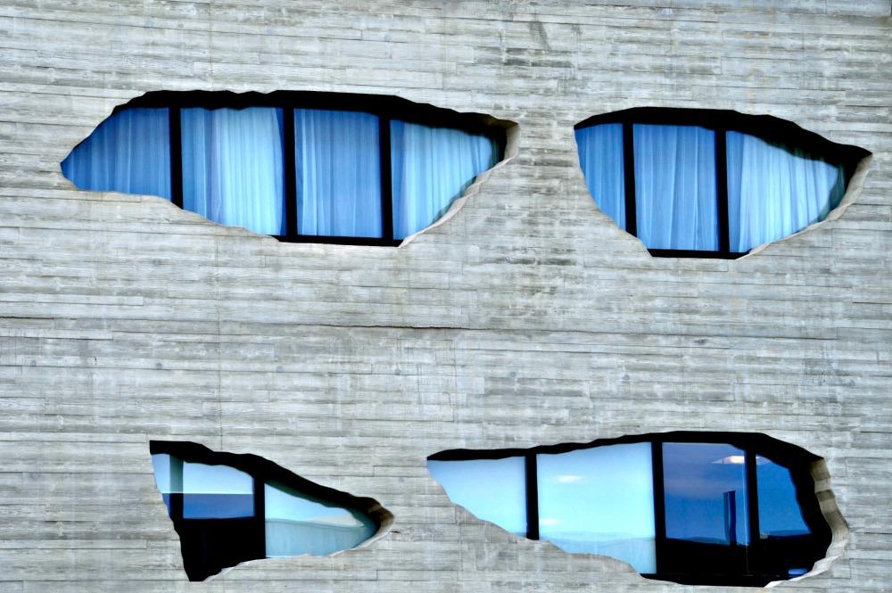 Dia 317: extrañas ventanas que lanzan miradas